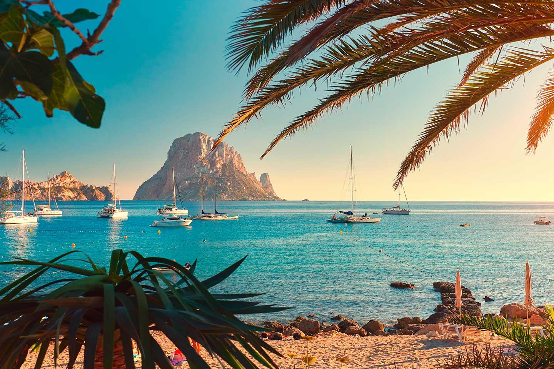 ¡Agosto en Ibiza! Vuelo desde 20€ y Apartamento desde 95€ pp.